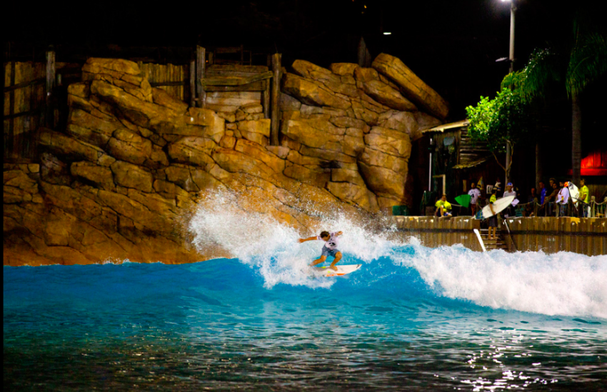 Evan Thompson power hack at Disney's Typhoon Lagoon Wave Pool | Oakley Surf Shop Challenge