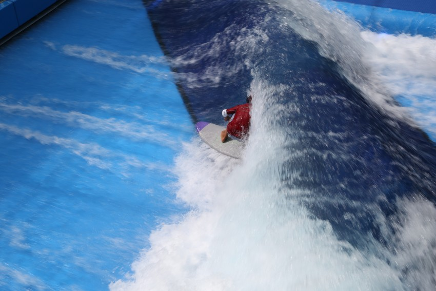 Kai Nichols getting barreled during ESA contest at Surf's Up NH